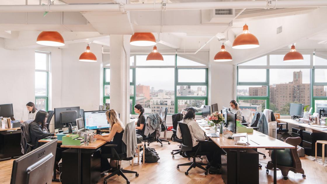 Sede de Brooklinen de las oficinas de WeWork de la ciudad de Nueva York. Fotografía de Katelyn Perry