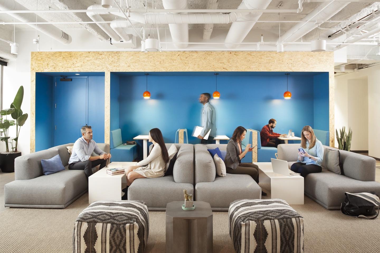 Lounge da TripActions na WeWork em São Francisco. Imagens de Helynn Ospina