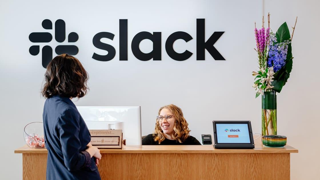 Espaço de trabalho personalizado da Slack. Fotografias de Katelyn Perry/The We Company