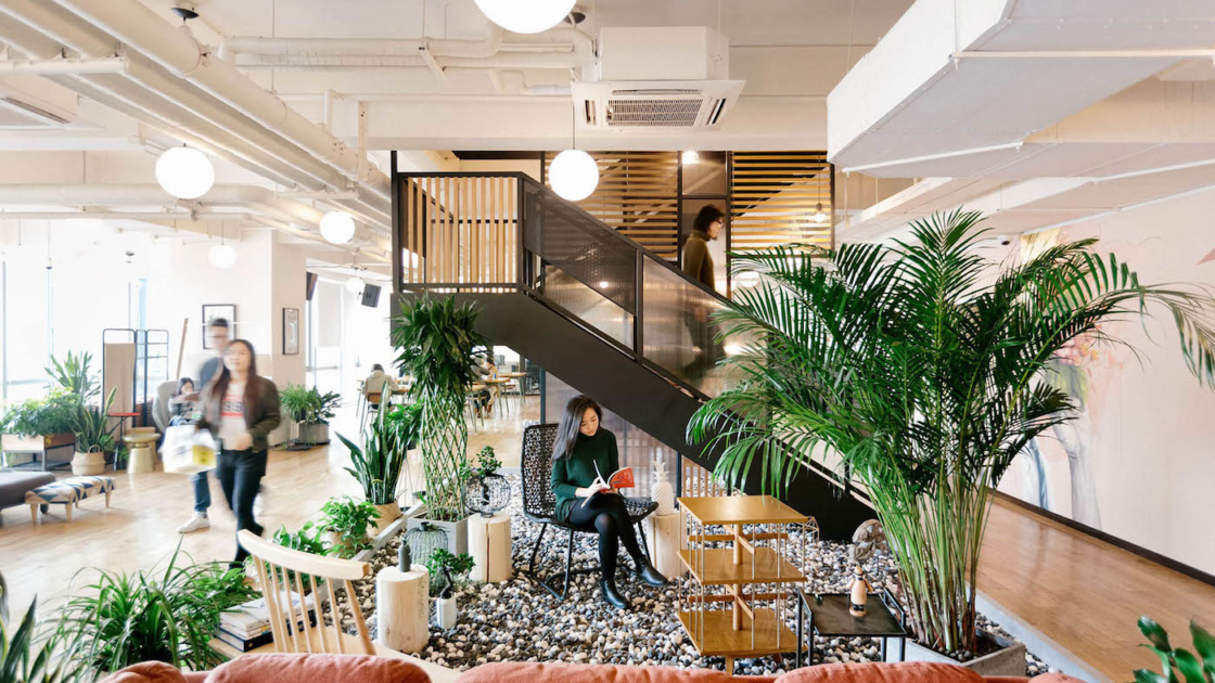 WeWork Ciyunsi em Pequim, China. Fotografia da The We Company