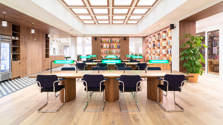 "img src=""WeWork106BoulevardHaussmann.jpg"" alt=""open floor coworking area with natural light in Paris"">"